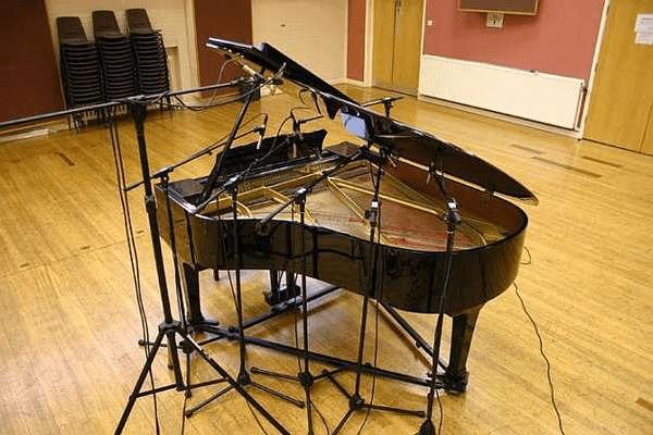 piano-microphone-setup