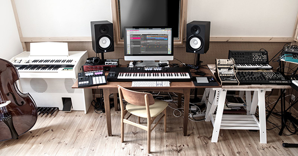Komplete Kontrol Inside Home Recording Studio