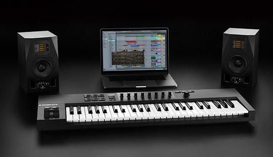 NI Komplete Kontrol A MIDI Keyboard Controller