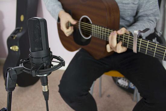 AT4050 Mic Recording Acoustic Guitar
